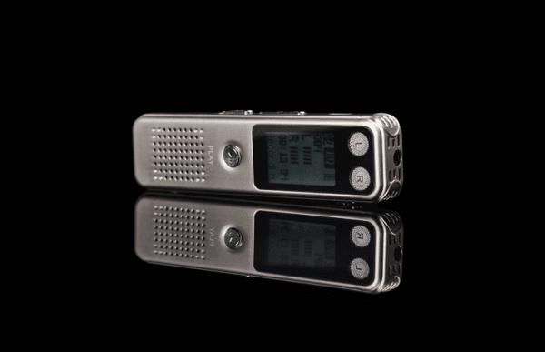 Máy ghi âm chuyên nghiệp DV-400 8GB với khả năng ghi âm chính xác và rõ ràng
